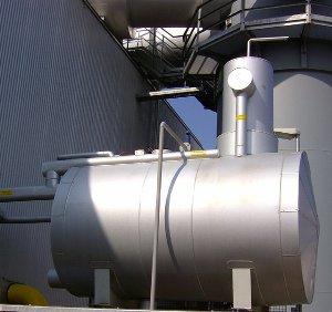 Sprüh-Rieselentgaser mit Entgaserdom, Außenaufstellung. Leistung 4 t / h.