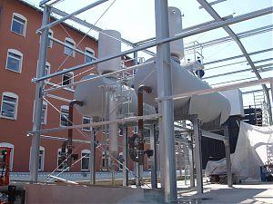 Doppelentgasungsanlage mit Regelarmaturen und Bühne und Bedienpodest. Leistung 2 x 25 t / h.